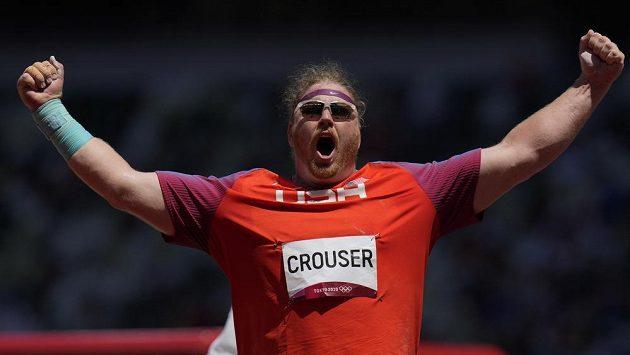 Američan Ryan Crouser obhájil na OH v Tokiu vítězství v soutěži ve vrhu koulí.