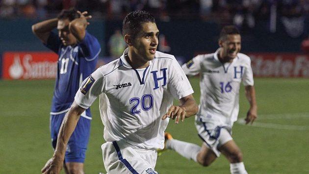 Zápas rozhodl gól záložníka Jorgeho Clarose (uprostřed) ve druhé minutě nastavení.