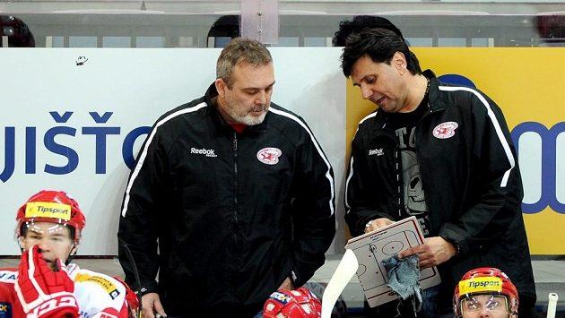 Ondřej Weissmann (vlevo) společně s Vladimírem Růžičkou na lavičce.