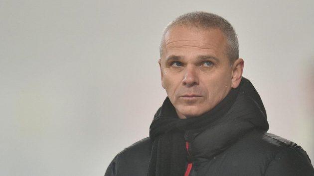 Zachmuřený trenér Sparty Vítězslav Lavička během zápasu v Jablonci.