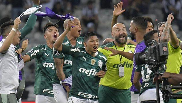 Fotbalisté Palmeiras se radují po postupu do finále Poháru osvoboditelů.