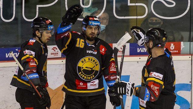Zleva Patrik Demel z Litvínova, František Lukeš a David Štich se radují z gólu.