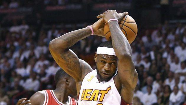 LeBron James se na výhře Miami podílel 17 body.