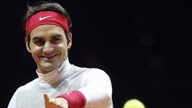 Švýcar Roger Federer při tréninku na finále Davisova poháru.