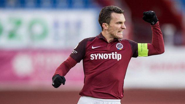 Sparťan David Lafata oslavuje gól během utkání v Ostravě.