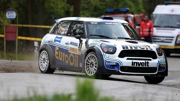 Rallye Český Krumlov, druhý závod mezinárodního mistrovství ČR v automobilových soutěžích. Na snímku Václav Pech a jeho spolujezdec Petr Uhel.