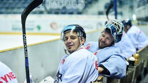 Trénink libereckých hokejistů na ledě v rámci letní přípravy. Na snímku jsou Branko Radivojevič (vlevo) a brankář Ján Lašák.