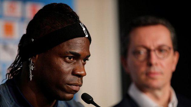 Italský fotbalista Mario Balotelli opustil Nice a zamířil do jiného francouzského klubu Olympique Marseille.