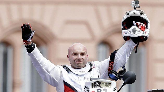 Motocyklista Michal Hernik při slavnostním startu Rallye Dakar. Polský závodník zemřel v průběhu třetí etapy.