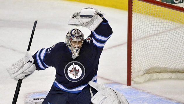Ondřej Pavelec se proti Torontu podílel 24 zákroky na výhře Jets.