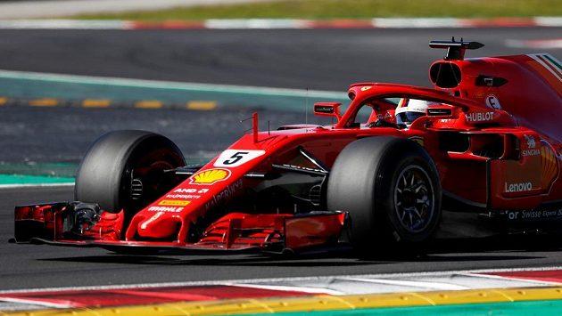 Sebastian Vettel při testech v Barceloně.