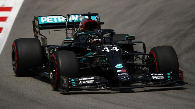 Lewis Hamilton při tréninku na VC Španělska.