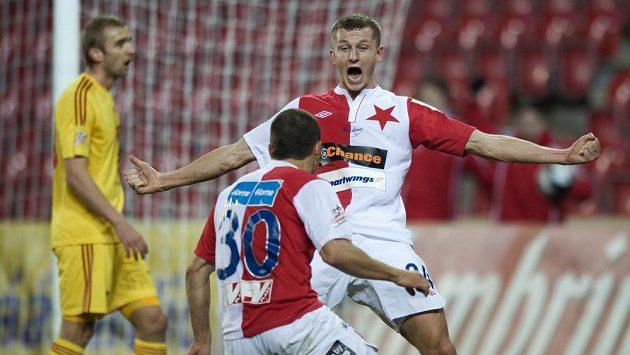 Útočník Slavie Praha Tomáš Necid oslavuje gól v utkání s Duklou.