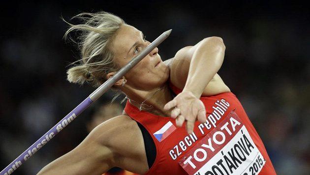 Barbora Špotáková během kvalifikace na světovém šampionátu v Pekingu.