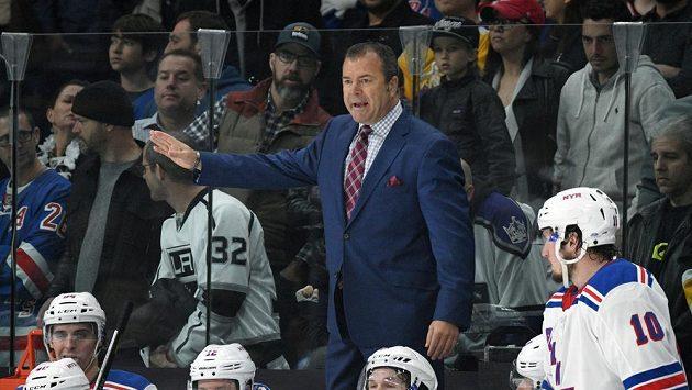 Kouč NY Rangers Alain Vigneault už hokejisty z New Yorku nepovede, po pokažené sezóně u mužstva skončil.