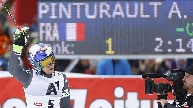 Francouz Alexis Pinturault vyhrál obří slalom v Söldenu.