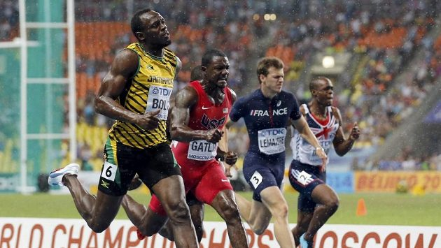 Christopher Lemaitre (druhý zprava) ve finále běhu na 100 metrů na MS v Moskvě.