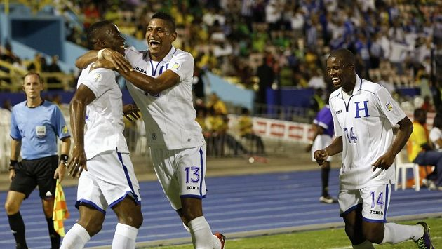 Fotbalisté Hondurasu se radují z postupu na MS.