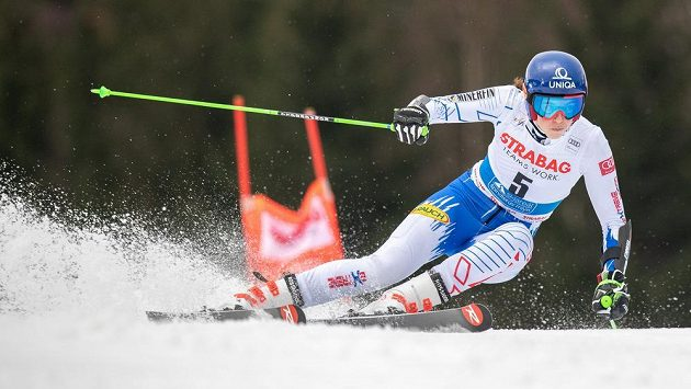 Slovenská lyžařka Petra Vlhová ve druhém kole obřího slalomu ve Špindlerově Mlýně. Ilustrační foto.
