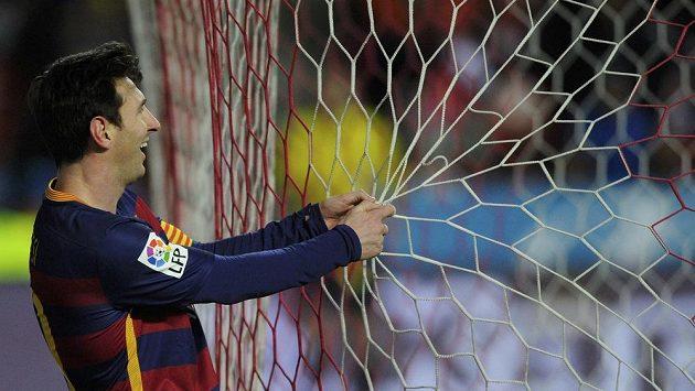 Barcelonský Lionel Messi při utkání s Gijónem.