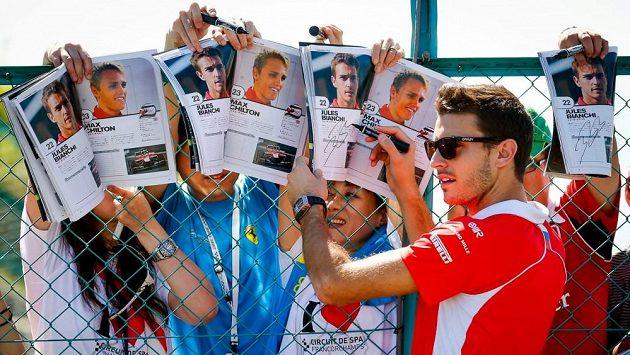 Jules Bianchi se v Suzuce takto podepisoval japonským fanouškům.