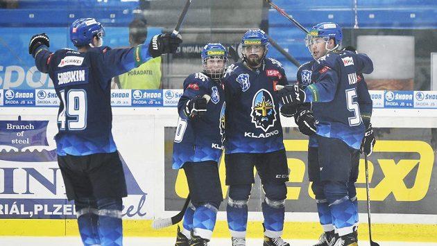 Hokejisté Kladna během pohárového utkání v Plzni.