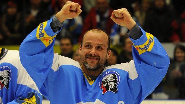 Plzeňský kapitán Martin Straka se raduje z postupu do finále extraligy.