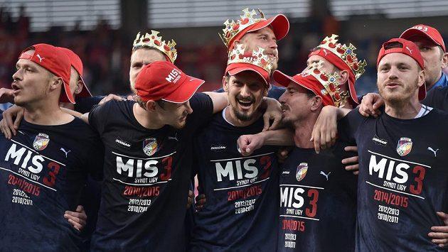 Plzeňští fotbalisté (zleva) Stanislav Tecl, Jan Chramosta, Marián Čišovský, Milan Petržela a Ondřej Vaněk během oslav zisku mistrovského titulu.