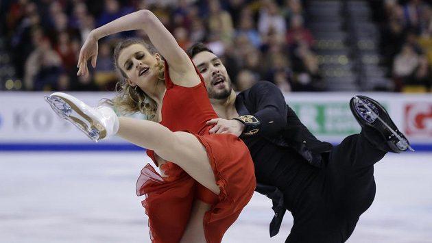 Francouzi Gabriella Papadakisová a Guillaume Cizeron během krátkého tance na MS v Bostonu.