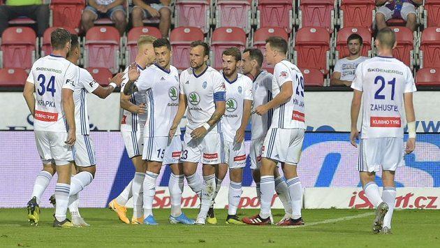 Hráči Mladé Boleslavi se radují z gólu v Plzni. Vyrovnávací trefa Maška jim ale nakonec bod nepřinesla