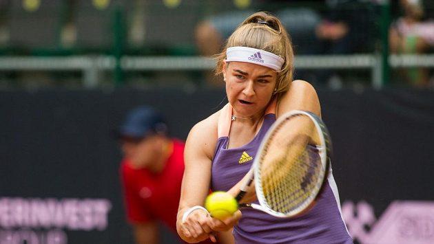 Karolína Muchová v utkání proti Barboře Strýcové