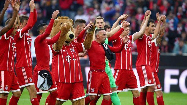 Radost fotbalistů Bayernu z výhry nad Mohučí.