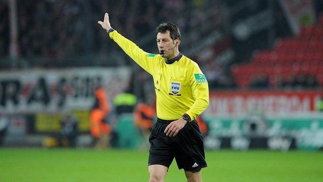 Německý arbitr Wolfgang Stark.