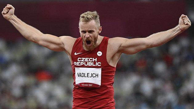 Český oštěpař Jakub Vadlejch se raduje ze zisku stříbrné medaile.