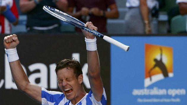Tomáš Berdych se raduje z vítězství nad Davidem Ferrerem.