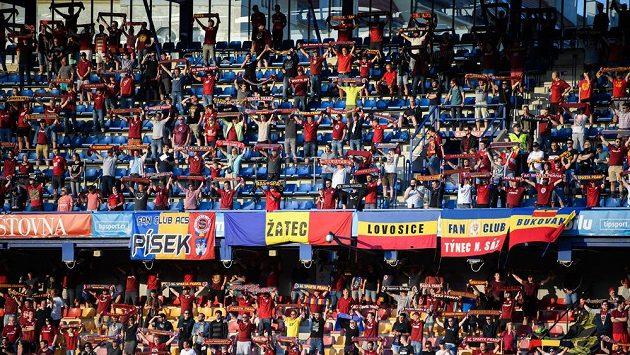 Téměř devět tisíc fanoušků smí od nové sezony na domácí zápasy Sparty,