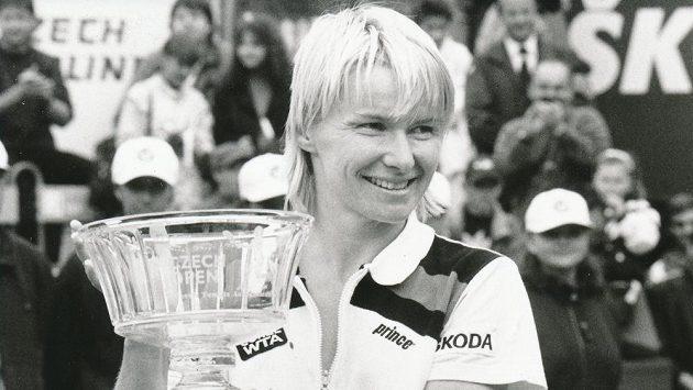 Jana Novotná, bývalá česká profesionální tenistka a světová jednička v ženské čtyřhře, na Štvanici během turnaje Czech Open. Novotná dosáhla mnoha velkých úspěchů, v neděli 19. listopadu po těžké nemoci ve věku 49 let zemřela.