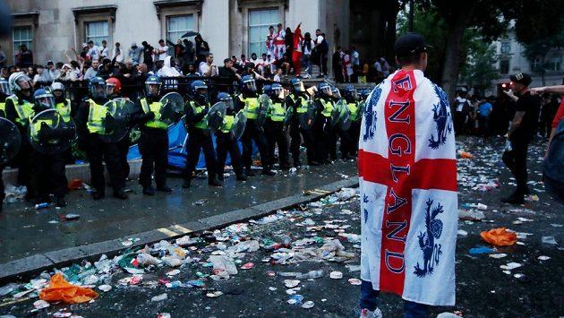 Část fotbalových fanoušků se snažila dostat na finále EURO bez lístku
