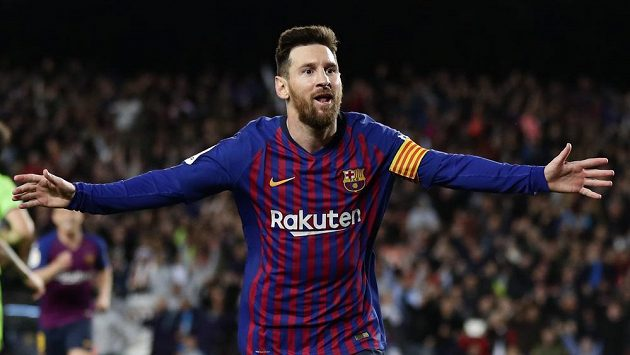 Barcelonský Lionel Messi se raduje po vstřeleném gólu proti Levante.