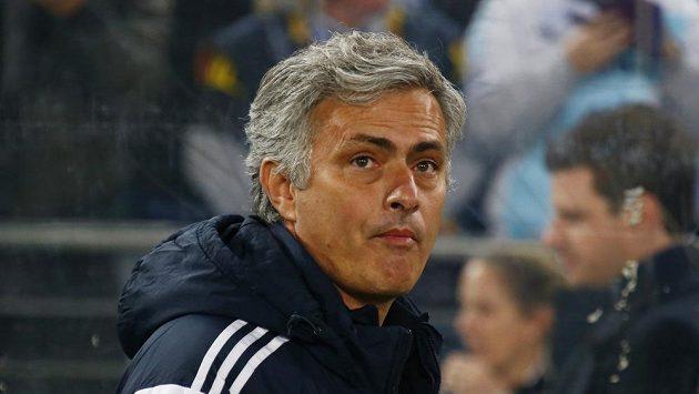 Trenér Chelsea José Mourinho nesmí půl roku řídit auto.