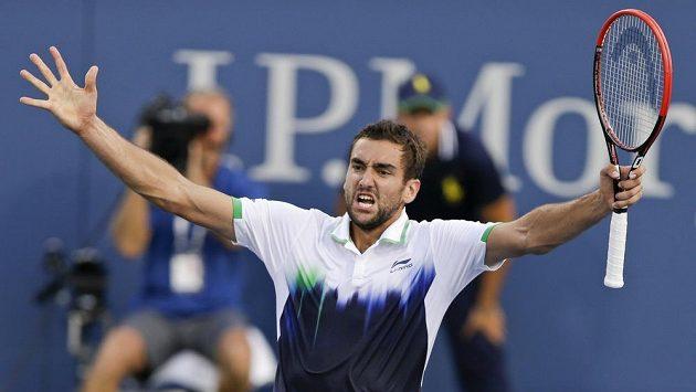Chorvat Marin Čilič po výhře v osmifinále US Open nad Gillesem Simonem z Francie.