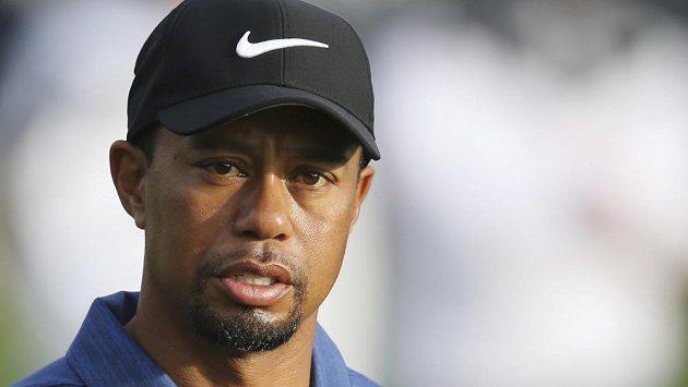 Tiger Woods už si zase dává pauzu a nehraje golfové turnaje. Tentokrát za to může poranění zad.
