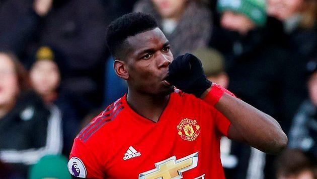 Paul Pogba z Manchesteru United se raduje z prvního ze svých dvou gólů proti Fulhamu.