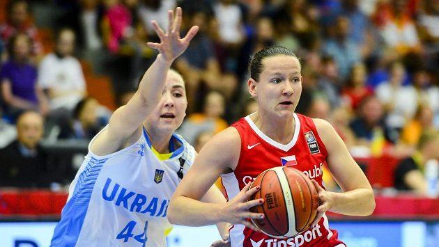 Tereza Vyoralová (vpravo) a Ukrajinka Kateryna Dorohozubovová na ME.