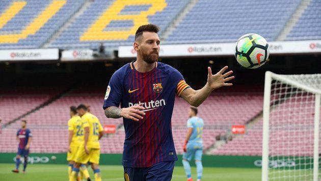 Lionel Messi na liduprázdném Camp Nou během utkání s Las Palmas.