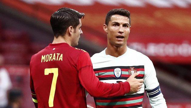 Portugalský fotbalista Cristiano Ronaldo a Španěl Alvaro Morata po přípravném duelu před EURO.