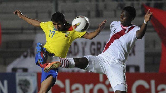 Max Barrios v dresu Peru (vpravo), který je ale ve skutečnosti pětadvacetiletý Ekvádorec Juan Carlos Espinosa Mercado.