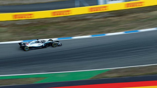 Lewis Hamilton s mercedesem při Velké ceně Německa. Ilustrační snímek.
