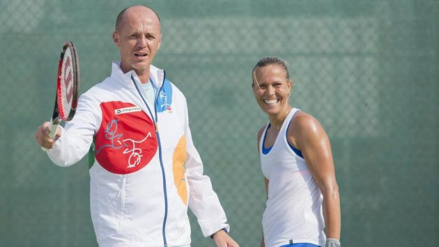 Lucie Hradecká a vedoucí výpravy českých tenistů Petr Pála.