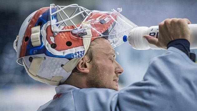 Brankář Vítek Vaněček na tréninku hokejistů Liberce.